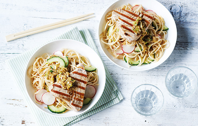 This seared tuna with noodle salad is the perfect healthy meal