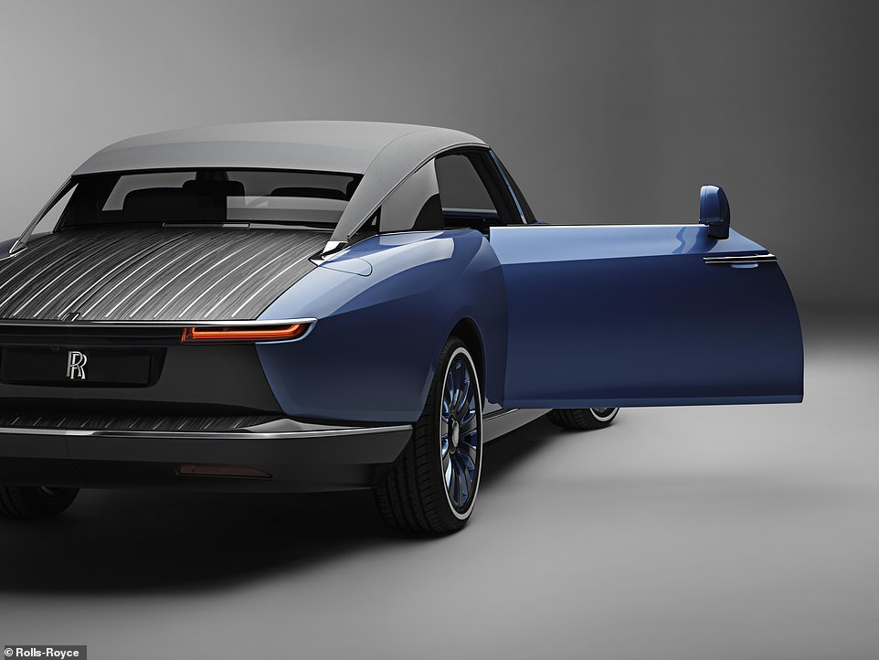 Like all other Rolls-Royce models it retains the rear-hinged coach doors - which are massive. They have assisted opening and closing functions at the press of a button