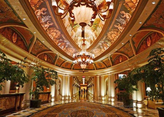 Hotel Review: The Venetian Las Vegas hallway