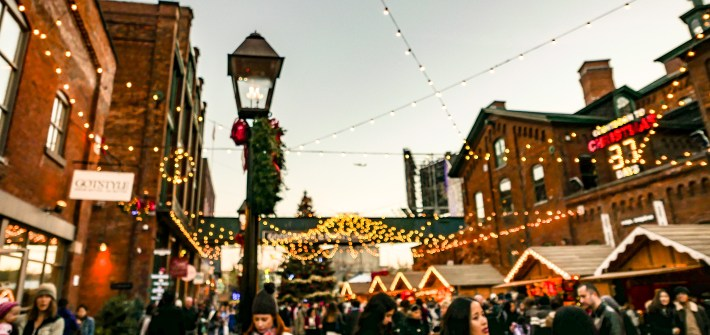 10 Must-Visit Christmas Markets Around the World for Foodies