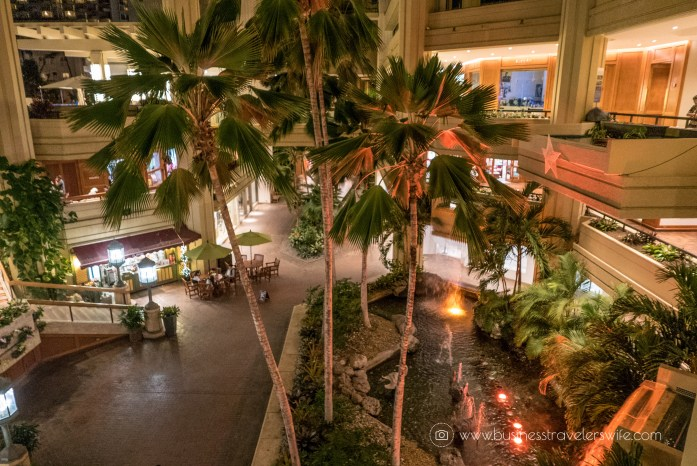 Hotel Review on Hyatt Regency Waikiki Beach Resort & Spa Honolulu Oahu Hawaii Atrium