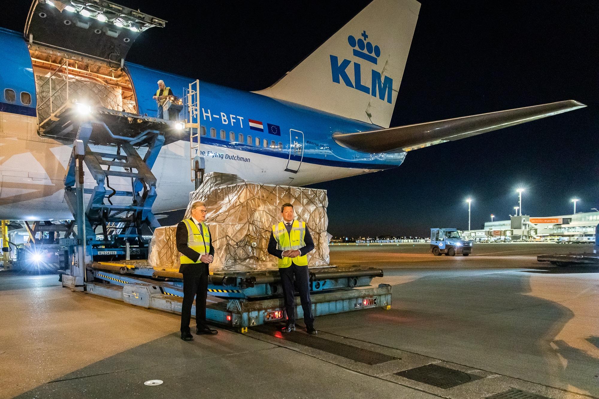 Luchtbrug KLM en VWS zorgt voor continue stroom medische hulpgoederen uit China