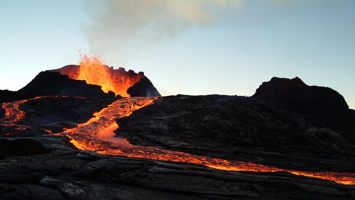 mars-volcano-eruption