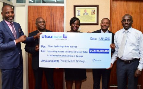 dfcu Bank hands over Shs20 cheque to Prime Minister of Obwa Kyabazinga bwa Busoga
