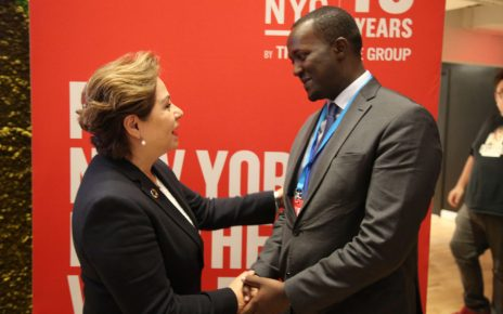Patricia Espinosa, Executive Secretary of UN Climate Change congratulates Hubert Ruzibiza, CEO of the Rwanda Green Fund