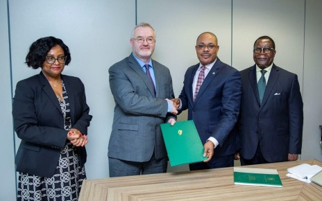 Ireland moved a step closer to becoming a member of the African Development Bank Group after a government delegation on Monday deposited ratification instruments during an official visit to the Bank's Abidjan headquarters.