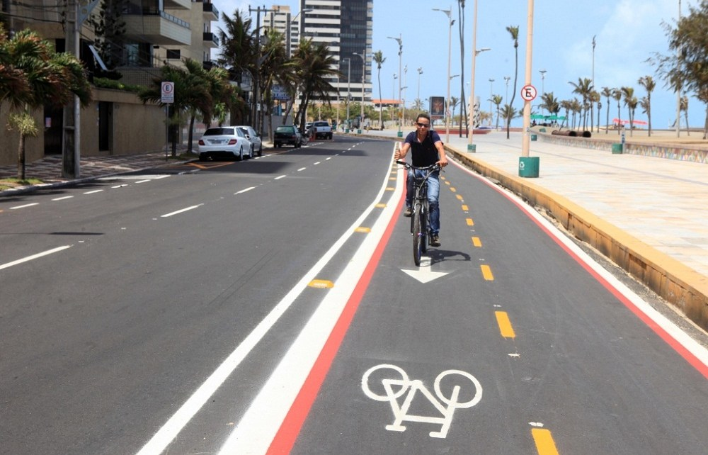The intersection of Avenida Leste Oeste and Avenida Pasteur in the Brazilian city of Fortaleza was always tricky to navigate by bicycle, especially heading east as three lanes of car traffic became two.