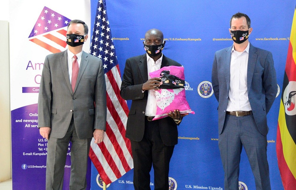 The U.S Mission in Uganda through Smart Girls Uganda and I-Profile has distributed over 1000 masks to Ugandan journalists through their regional representatives to protect and keep them safe from COVID-19 at the American Centre in Kabalagala-Kampala.