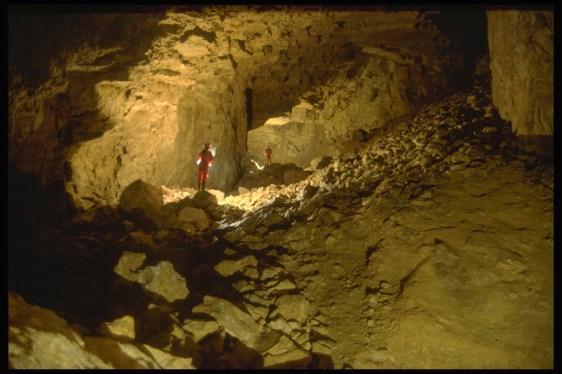 Camerone della Lavina nel Ramo Principale, la sala più grande della grotta (foto archivio GSM)