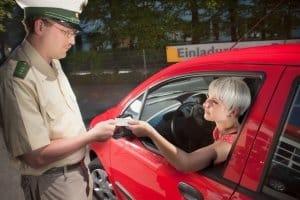 من أي حد للسرعة خارج المدينة يجب عليك تسليم رخصة القيادة الخاصة بك في بعض الأحيان؟