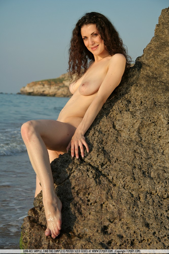 Curly Hair Brunette Naked At Beach  Busty Girls DB