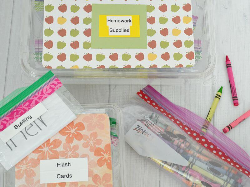 These organization hacks are oh-so-handy for the busy mom who doesn't have time to waste with complicated organizational systems.