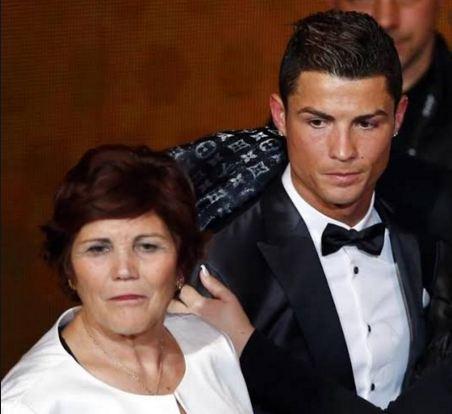 Cristiano-Ronaldo-And-Mum-Hospital-Busybuddiesng