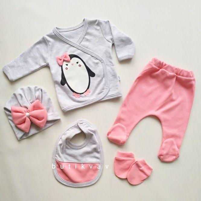kiz bebek fiyonklu penguen 5 li hastane cikisi zibin seti 02 scaled - Kız Bebek Fiyonklu Penguen 5'li Hastane Çıkışı Zıbın Seti
