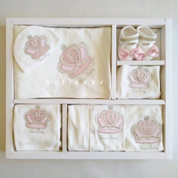kiz bebek prenses taci suslemeli tulumlu lux 10 lu hastane cikisi 01 scaled - Kız Bebek Prenses Tacı Süslemeli Tulumlu Lux 10'lu Hastane Çıkışı