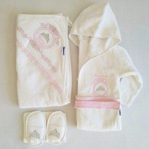 miniworld kiz bebek tac nakisli bornoz seti 01 scaled - Miniworld Kız Bebek Prenses Taç Nakışlı Bornoz Seti