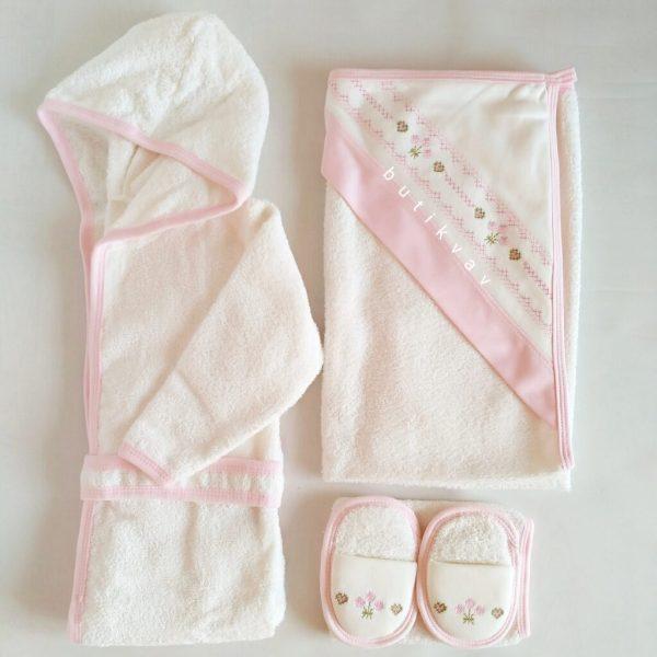 bebelinna kiz bebek kanavice islemeli bornoz seti 01 scaled - Kız Bebek Kanaviçe İşlemeli Bornoz Seti