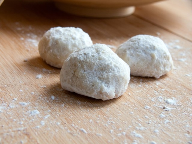 Macadamia Mexican Wedding Cookies 13