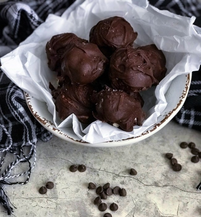 These mouth watering sugar-free cheesecake truffles are low carb, keto, and gluten free. Satisfy your sweet tooth with these easy-to-make chocolate covered truffles!