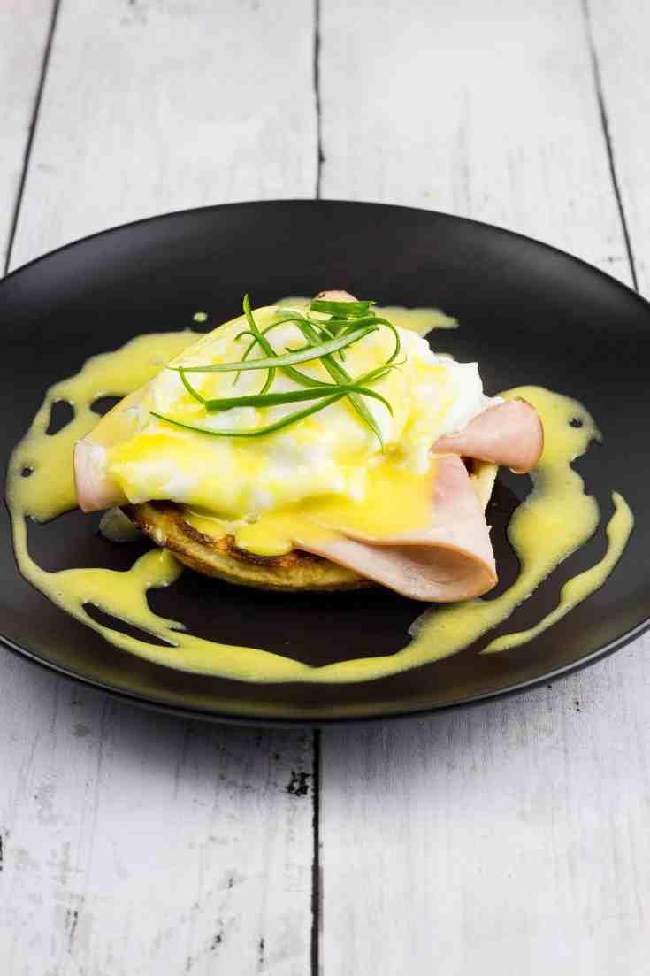 Keto Eggs Benedict Chaffle