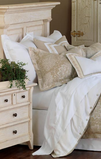 Eastern Accents Aileen Bedding