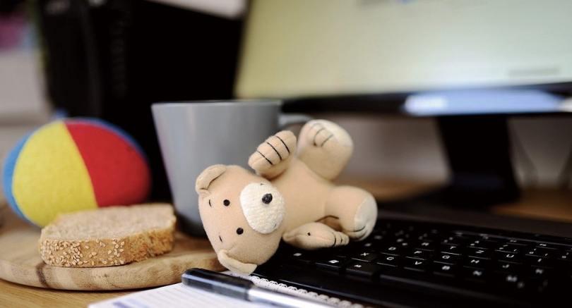 idées de business en ligne pour mère au foyer maman travaille