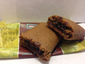 Nature's Bakery Stone Ground Whole Wheat Apple Cinnamon Fig Bar Close