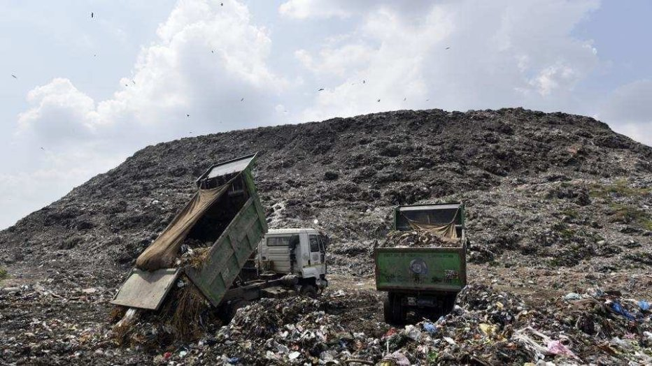 Delhi Garbage Dump Is Almost Tall As Qutub Minar So Clearly Hitting The Ceiling