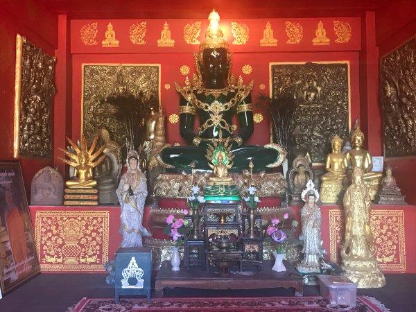interior at Wat Doi Tham | Buzzy Bee Bike, Chiang Mai, Thailand