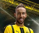 cartão de autógrafo de Pierre-Emerick Aubameyang, atacante do Borussia Dortmund para a temporada 2016/17