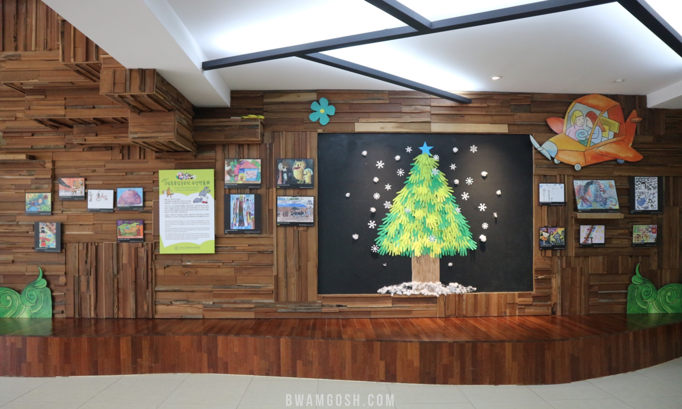 Picture book library tree painting