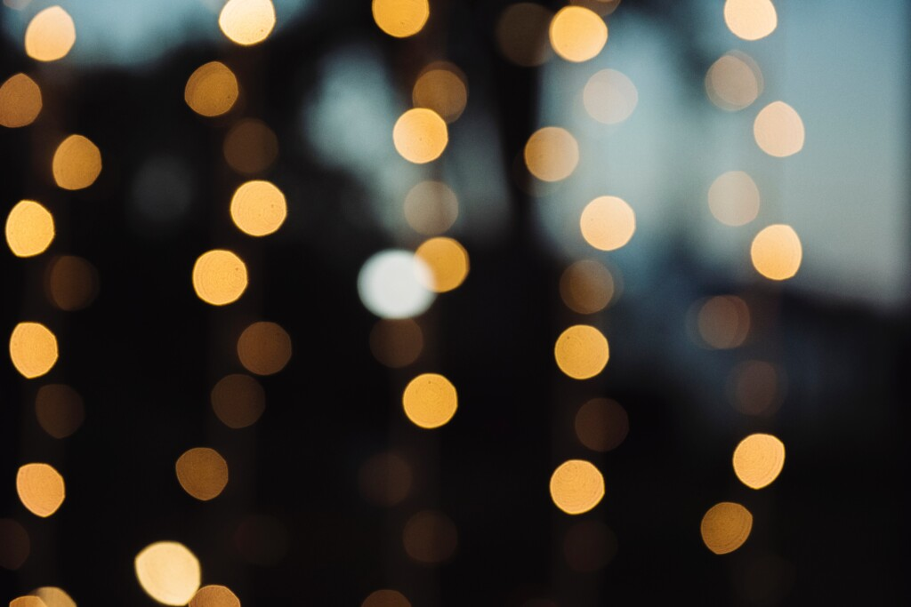 blurred-blurry-bokeh-dark-567985