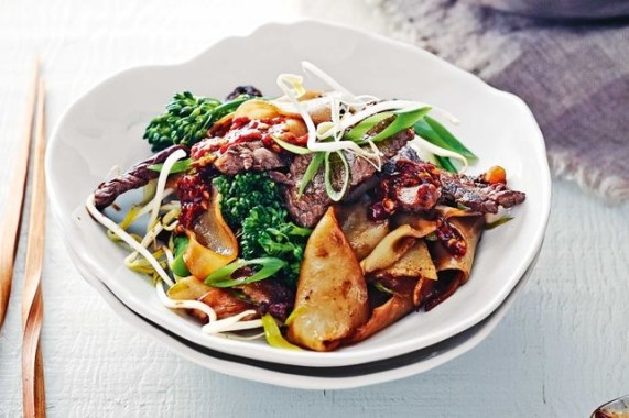 easy and fast recipes for dinner - charred beef and rice noodles