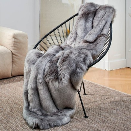 fall decor ideas - faux fur throw
