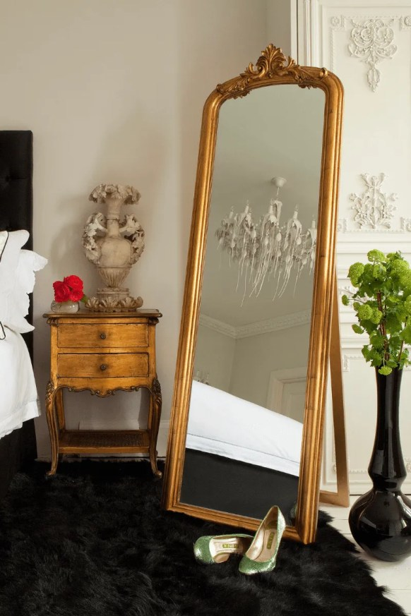 Make use of glass and mirrors  for small bedroom ideas