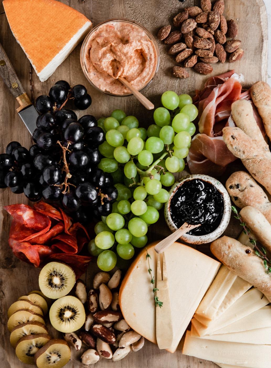 ostebord, tilbehør, tapas, brødstænger, ost, grissini