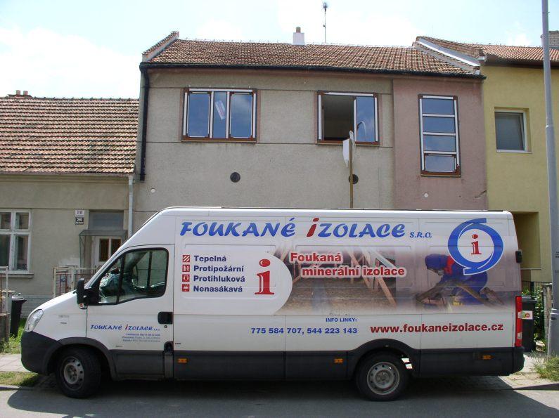 Foukaná minerální izolace – proč se pro ní rozhodnout, když si chcete zateplit dům?
