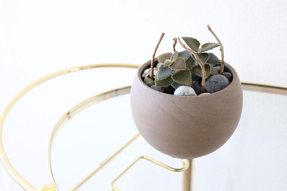 Inspiration: sammenplantning af stiklinger - med strandsten og grene