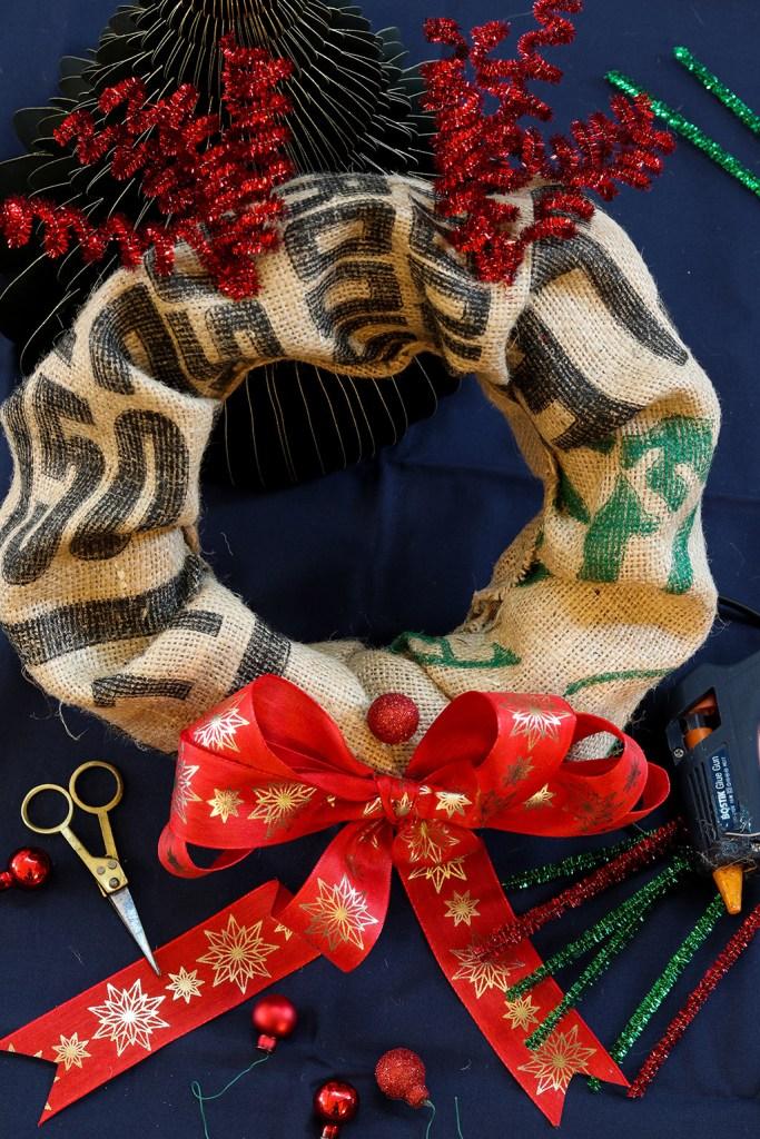 DIY dørkrans af gamle kaffesække - 3 smukke kranse til jul