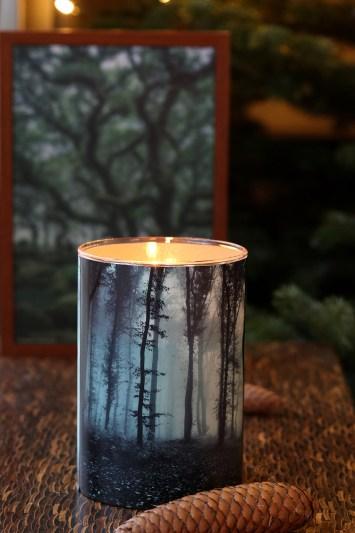 Hjemmelavede lysestager og vaser med kunstneriske motiver