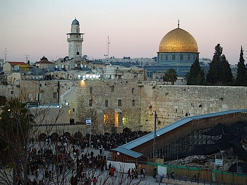 800px-Temple_Mount_Western_Wall_on_Shabbat_by_David_Shankbone.jpg