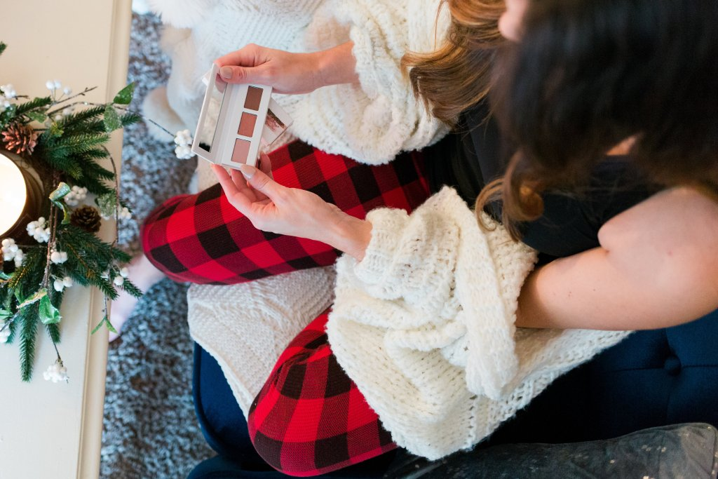 2017 holiday gifting belk presents christmas wrapping gifts christmas tree buffalo plaid jammies beauty products gift guide