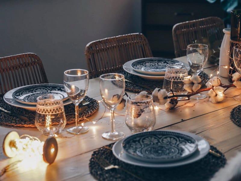 décoration table noël 2017 bois fleurs de coton lumières