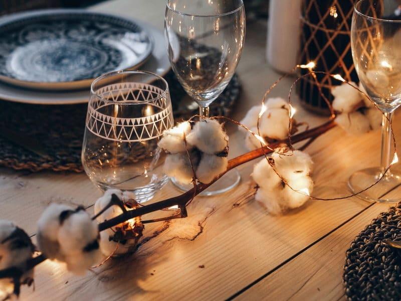 décoration table noël 2017 bois fleurs de coton lumières detail