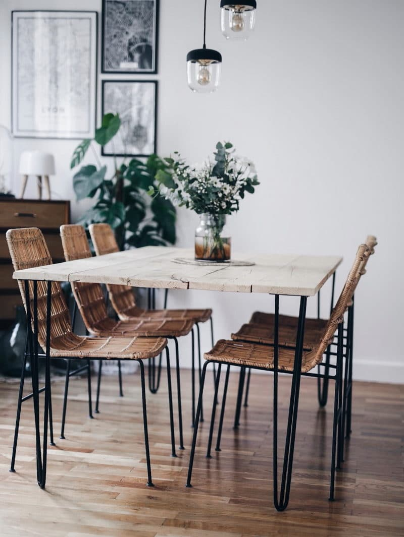 Décoration salon salle à manger table DIY bois brut pieds métal plantes