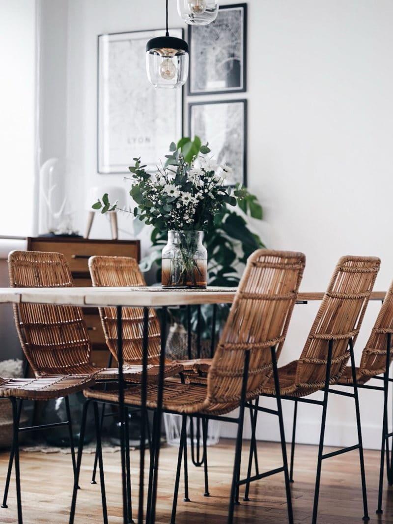 Décoration salon salle à manger table DIY bois brut pieds métal chaises rotin
