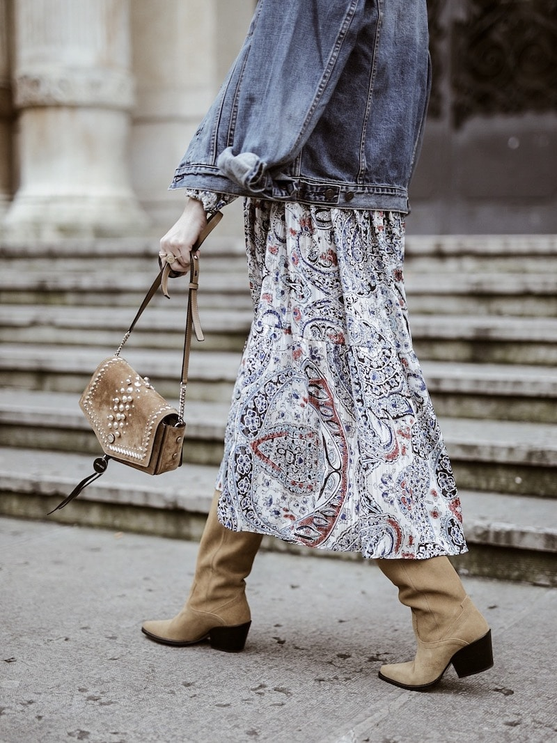 Look femme printemps 2019 robe bohème Zara sac Jimmy Choo blog mode By Opaline Lyon France santiags en daim