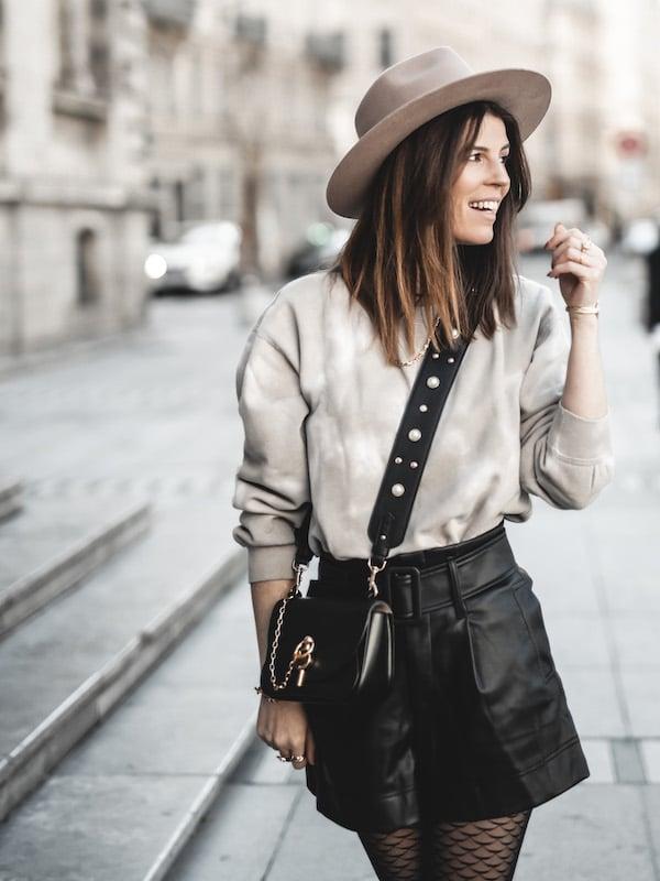 Inspiration mode look femme 2020 fashion sweat beige tie & dye sac JW Anderson Keyts