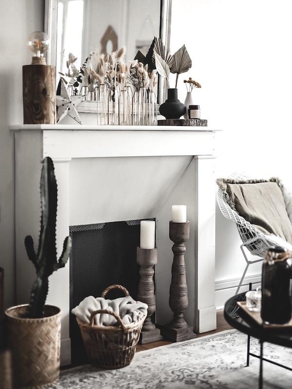 Avoir une cheminée en appartement, manteau cheminée décorative en bois blanc