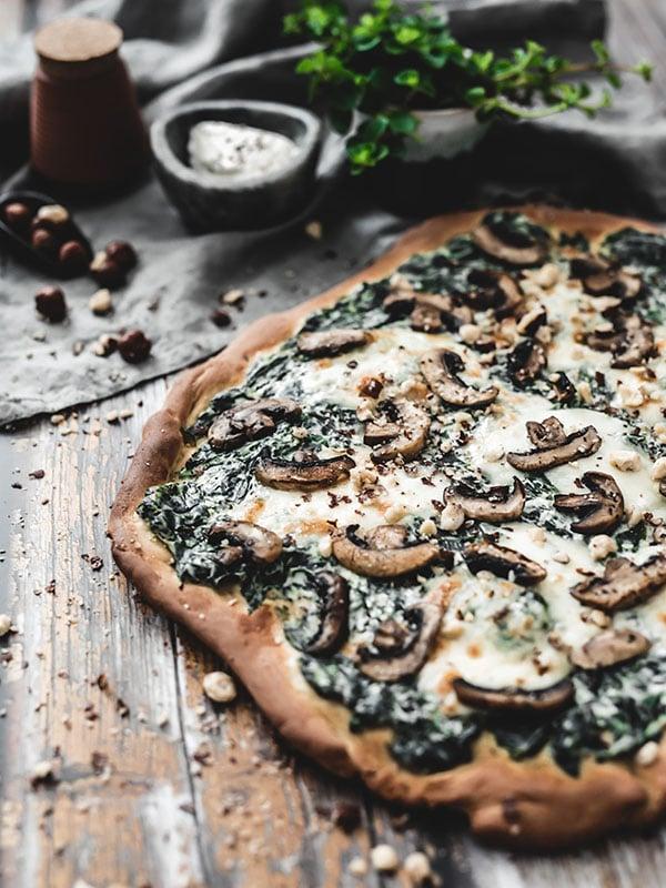Recette pizza végétarienne épinards ricotta et champignons